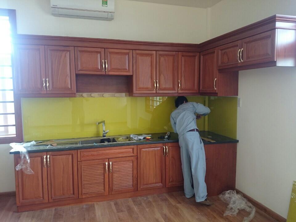 Kính màu ốp bếp đẹp