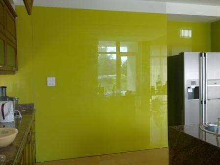 Kính màu ốp tường