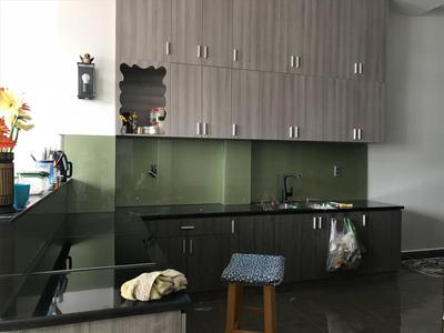Kính ốp bếp màu xanh - kính màu trang trí phòng bếp