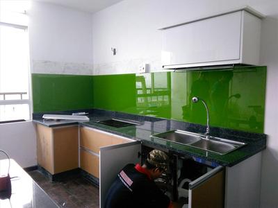Kính ốp bếp màu xanh lá - kính màu trang trí phòng bếp