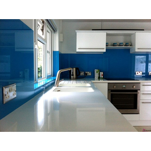 Kính ốp bếp màu xanh lam