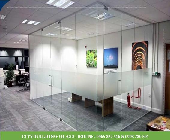 văn phòng  kính cường lực