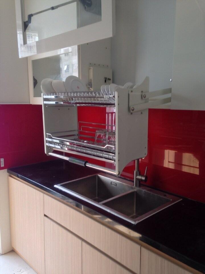 Kính ốp bếp màu đỏ huyết