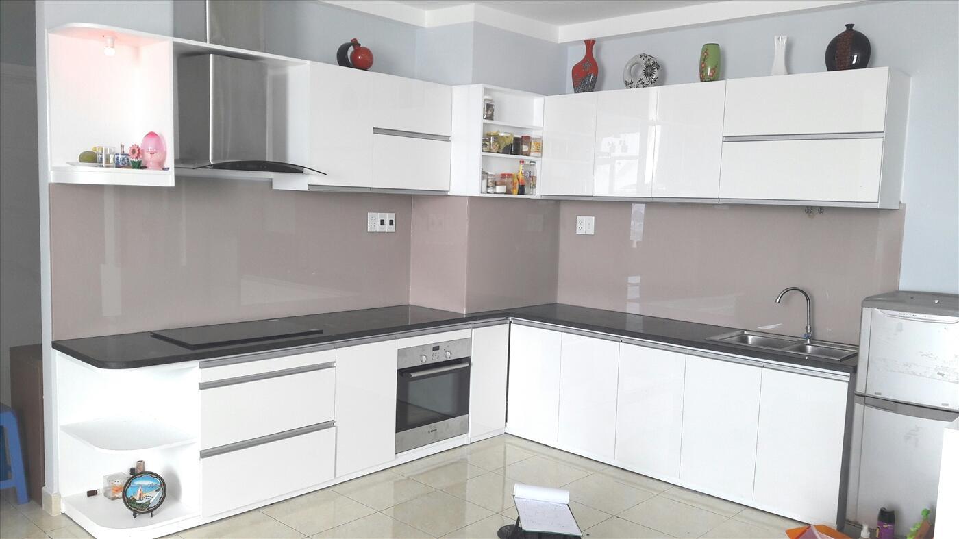 Kính ốp bếp màu tím nhạt