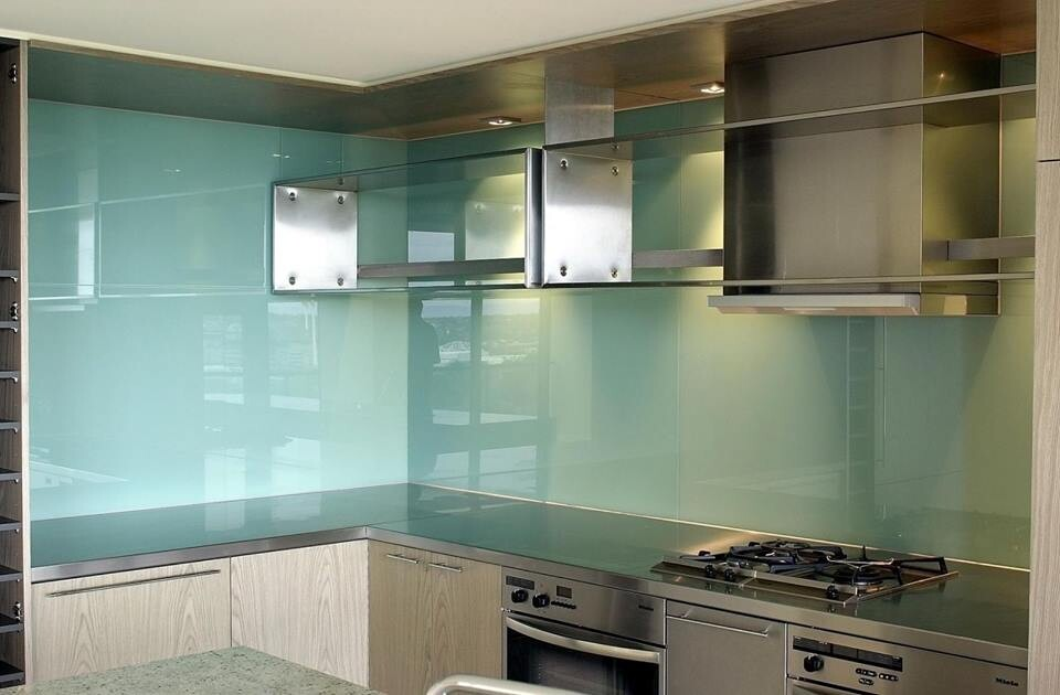 Kính màu ốp bếp xanh ngọc
