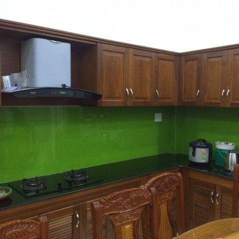 Kính màu ốp bếp màu xanh lá