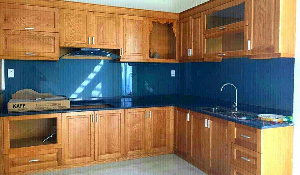 Kính màu ốp bếp xanh lam