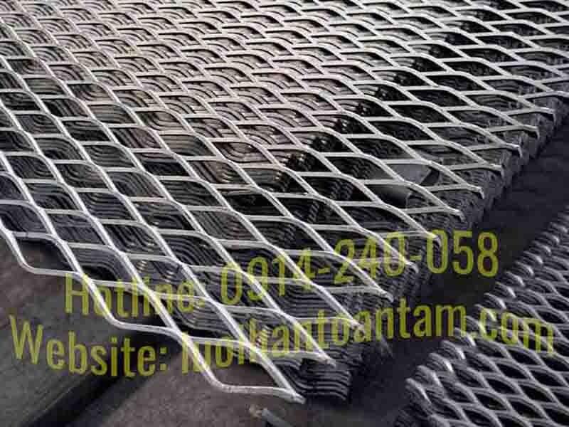 hàng rào lưới thép dập giãn
