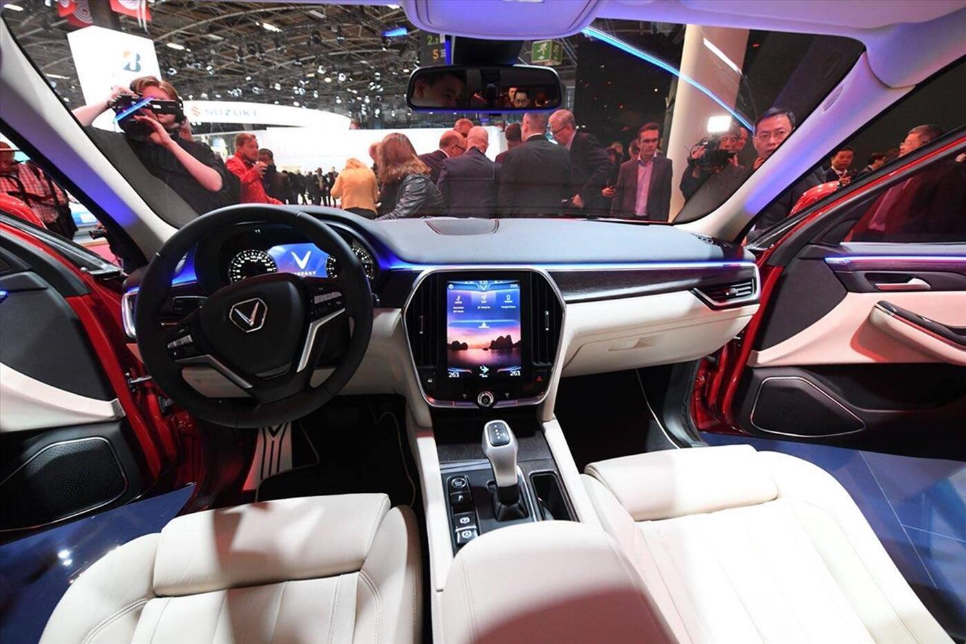 Ảnh VinFast LUX SA 2.0 tại Paris Motorshow 2018