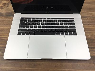MacBook Pro 2017 15 inch Touch bar – Likenew (Silver/CORE I7 3.1Ghz/RAM 16 SSD 512G (like new)