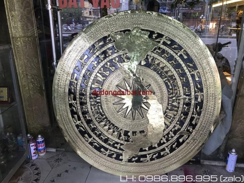 Mặt trống đồng có bản đồ Việt Nam gò chạm nổi 1m2