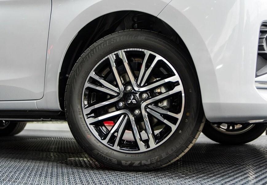 Mâm xe 15 inch của Attrage CVT Premium
