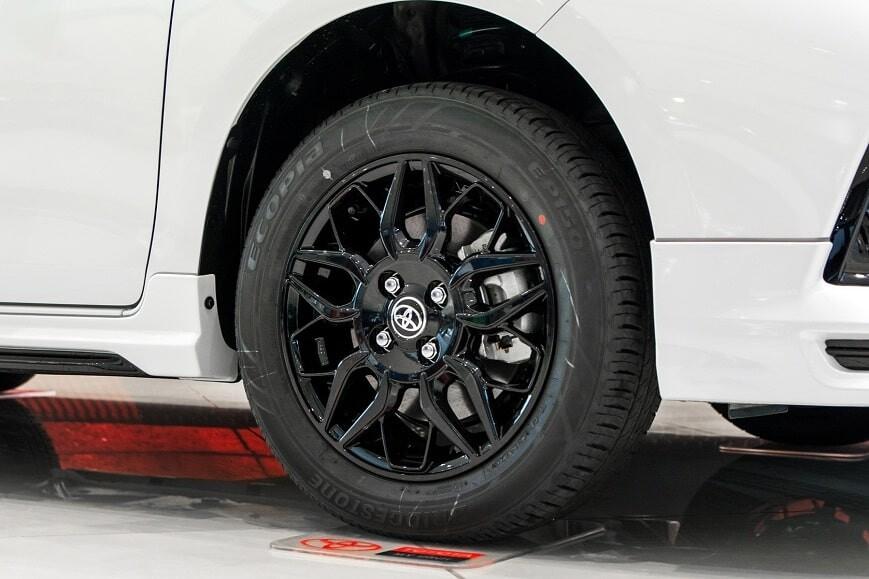 Mâm xe 15 inch đa chấu trên Vios GRS