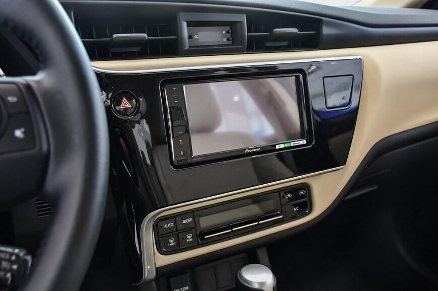 Màn hình cảm ứng 7 inch trên Corolla Altis bản 1.8 E CVT