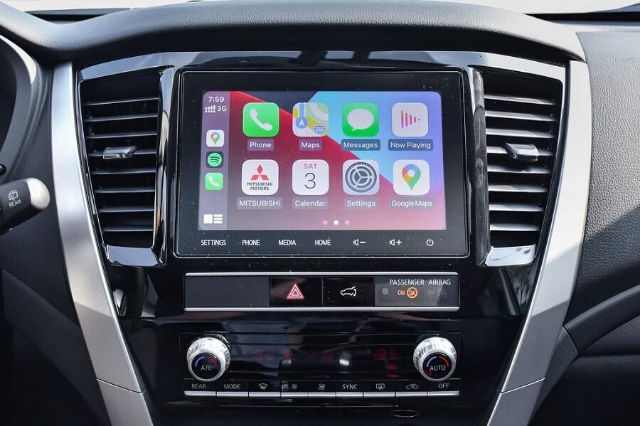 Màn hình cảm ứng 8 inch trên Mitsubishi Pajero Sport phiên bản máy dầu Diesel