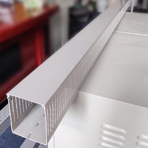 Máng nhựa đi dây điện 80x100 màu ghi nan nhỏ