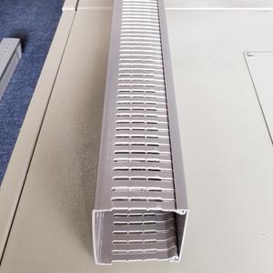 Máng nhựa đi dây điện 80x80 màu ghi nan nhỏ