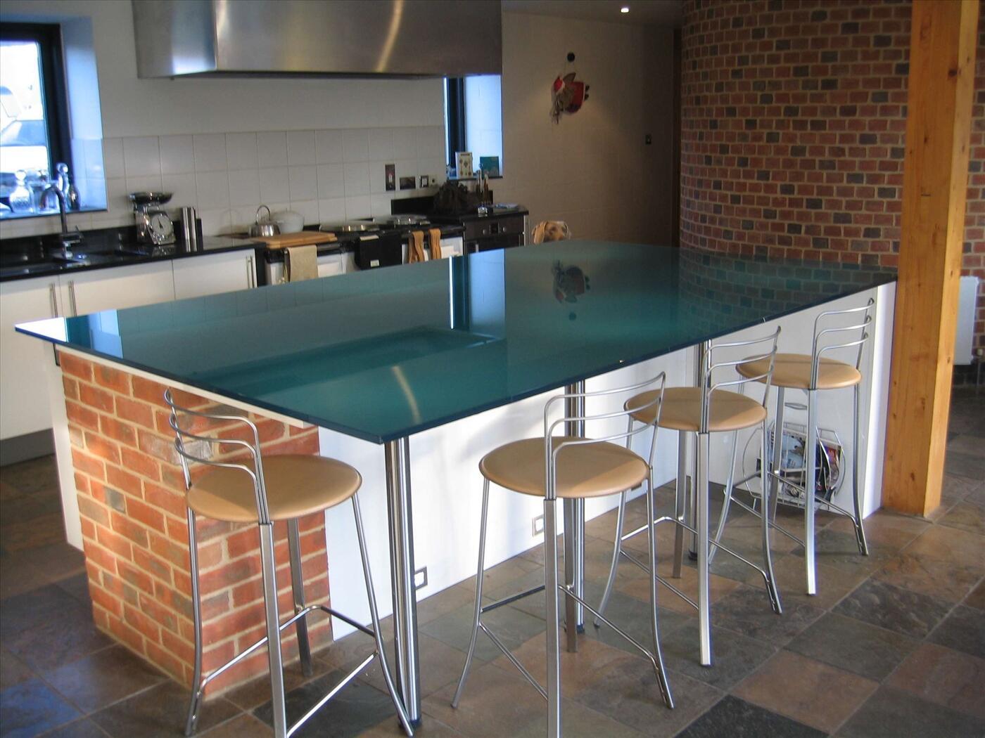 Thi công kính màu mặt bàn bếp Huyện Thanh Trì Hà Nội