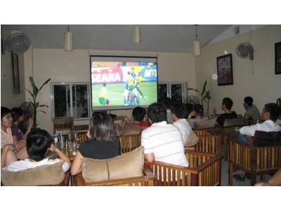Máy chiếu Panasonic dùng cho chiếu bóng đá