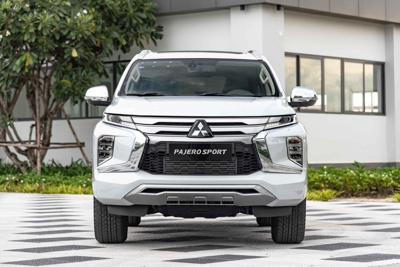 New Mitsubishi Pajero Sport Dầu 4x4 STD