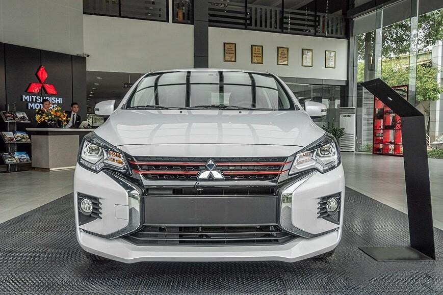 Mitsubishis Attrage bản Premium màu trắng sứ