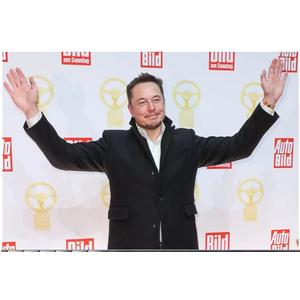 Nếu Tesla và SolarCity sáp nhập thành công , Elon Musk sẽ là một bước tiến gần hơn đến việc tạo ra một chiếc xe năng lượng mặt trời