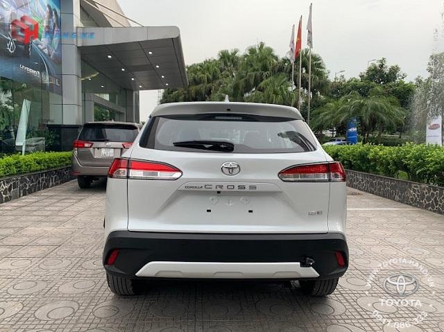 Ngoại thất đuôi xe Toyota Cross 1.8G 2021 màu trắng ngọc trai