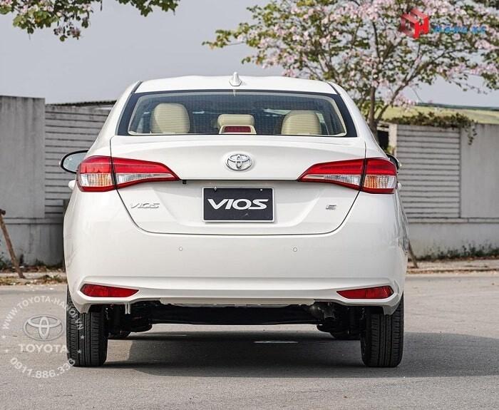 Đuôi xe Vios E CVT tự động 2021