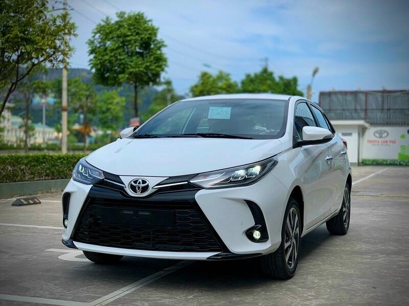 Ngoại thất xe Toyota Yaris 2021 màu trắng