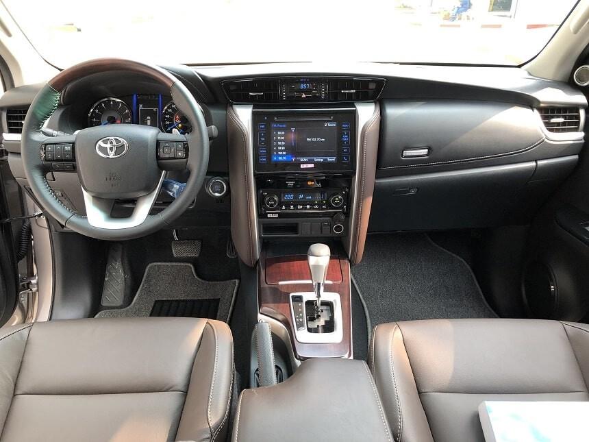 Toyota Fortuner 2.7V AT