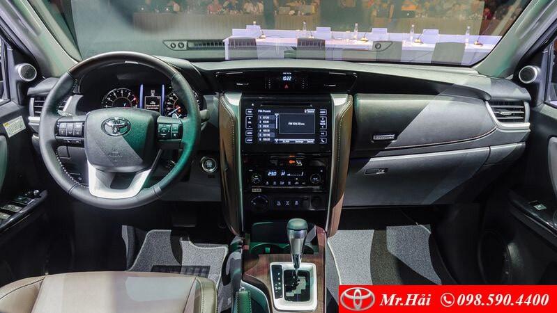 Khoang nội thất Toyota Fortuner bản 2.8