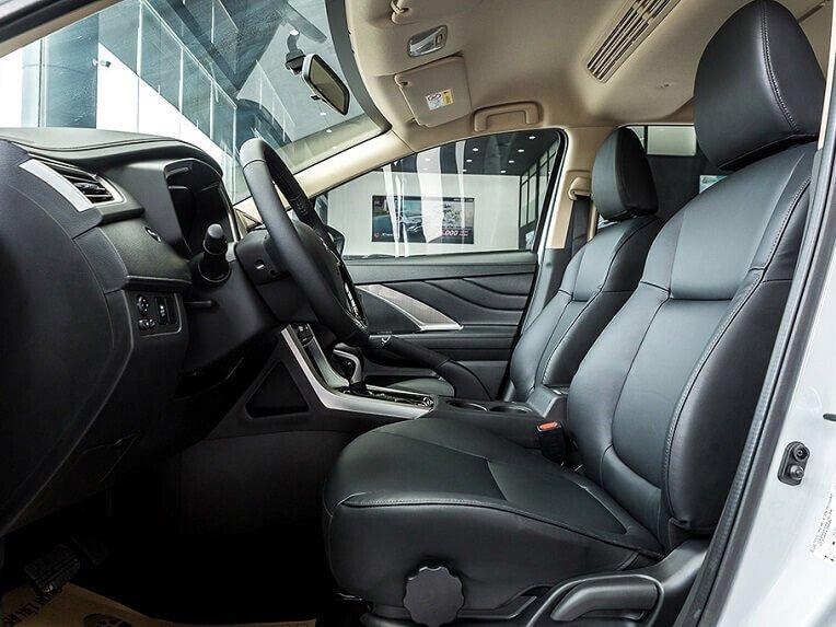 Nội thất ghế lái xe Xpander 1.5 AT số tự động