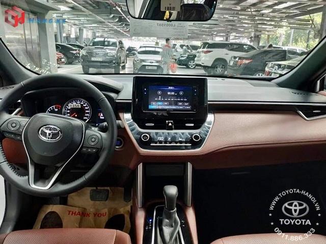 Nội thất màu nâu đỏ xe Toyota Cross 1.8G 2021