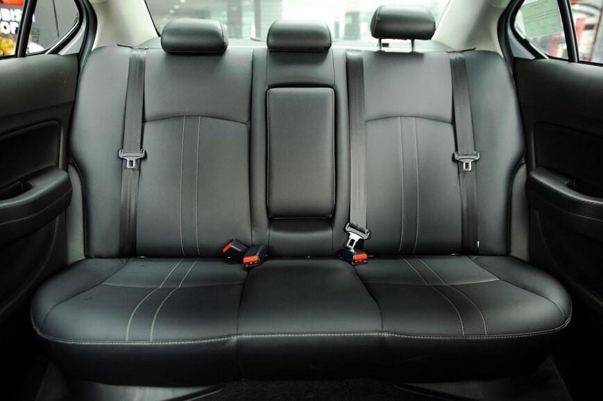 Nội thất hàng ghế thứ 2 xe Mitsubishi Attrage CVT bản Premium mới