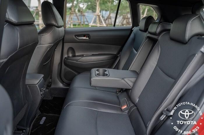 hàng ghế sau màu đen của xe Toyota Corolla Cross 1.8v 2021