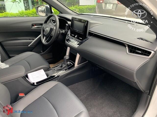 Nội thất màu đen của xe Toyota Cross 1.8G 2021