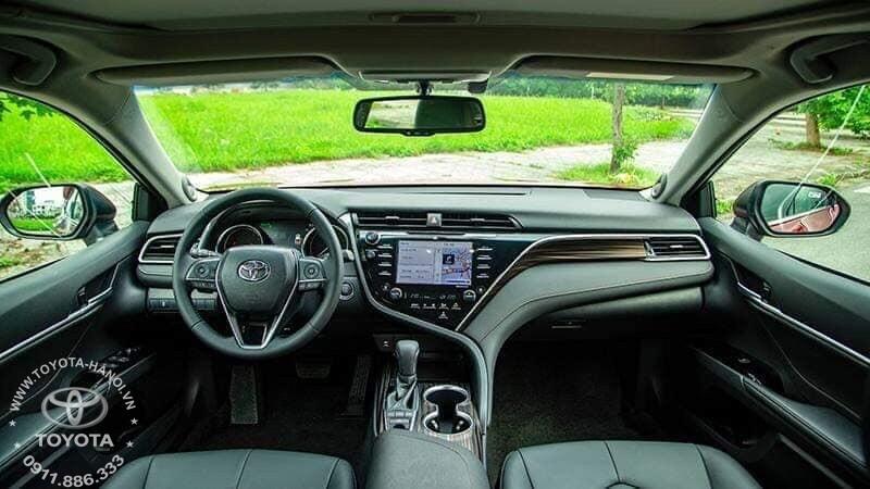 Nội thất đen xe Toyota Camry 2.0G 2020