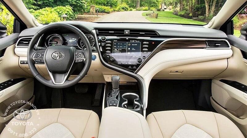 Nội thất màu kem trang bị trên xe toyota camry 2.0G 2020