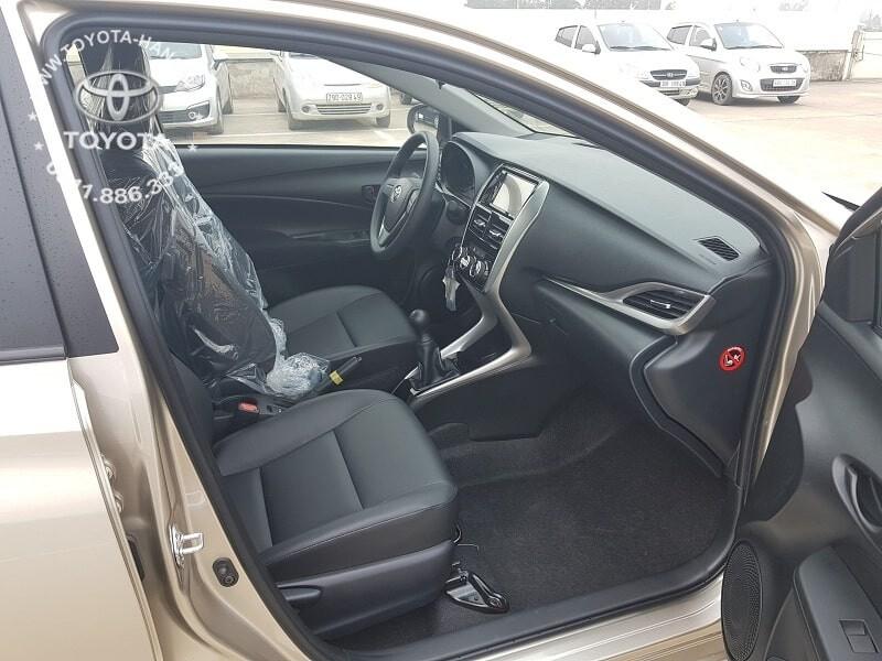 Nội thất hàng ghế trước xe Toyota Vios E MT số sàn 2020