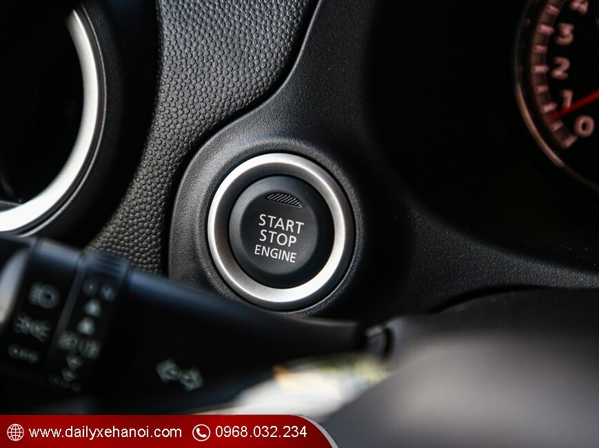 Nút khởi động Start Stop trên attrage số tự động