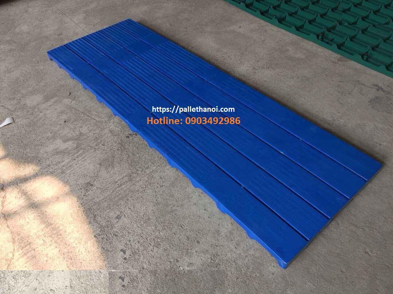 pallet nhựa lót sàn xanh dương