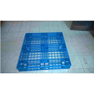 Pallet nhựa kích thước 1000x1000x120mm màu xanh