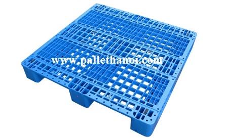 Pallet nhựa cũ KT : 1300x1100x150 mm