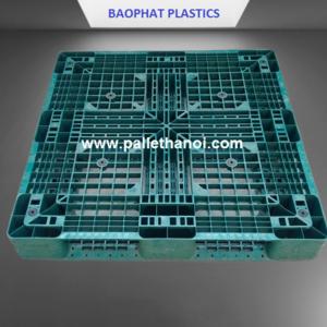 Pallet nhựa cũ xanh lá KT: 1100x1100x150 mm