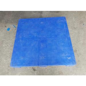Pallet nhựa kích thước 1100x1100x150mm dạng mặt liền 3 chân