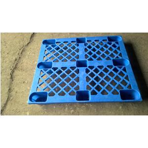 Pallet nhựa kích thước 1200x1000x140mm chân cốc màu xanh