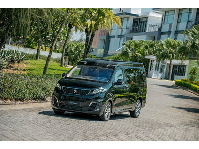 Peugeot Traveller Premium 2019