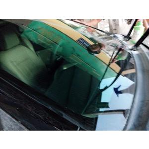 Phục hồi kính lái xe Camry bị trầy xước nặng