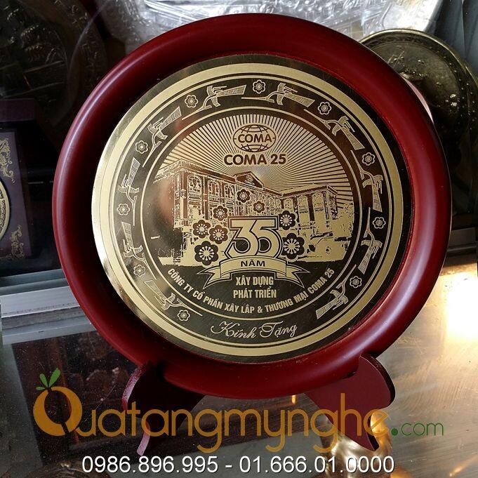 Sản xuất quà tặng công ty theo yêu cầu trên chất liệu đồng