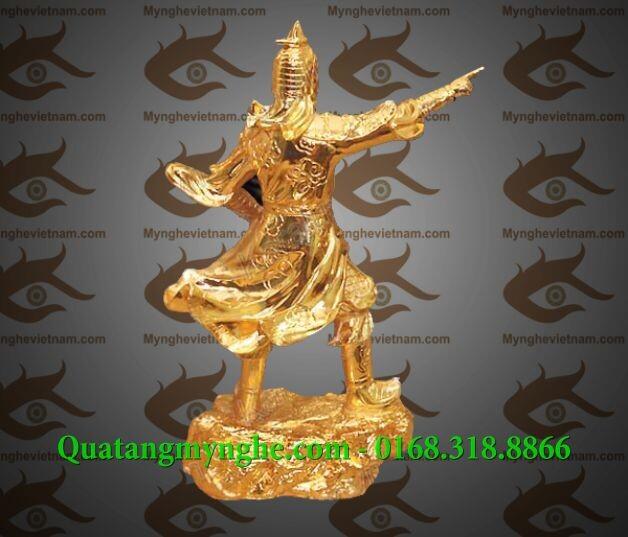 Tượng Trần Hưng Đạo chỉ tay mạ vàng đượng nét đúc tinh xảo